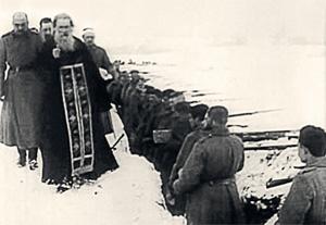Одни битвы шли в Кремле, другие – на линии огня. Сегодня мало кто знает о священниках, воевавших на фронтах Великой Отечественной войны. Никто точно не скажет, сколько их было, шедших в бой без рясы и крестов, в солдатской шинели, с винтовкой в руке и молитвой на устах. Статистики никто не вел.