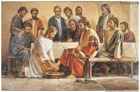 Считается, что именно в этот день, на Тайной Вечере, Иисус омыл ноги своим ученикам, преподав им урок братской любви и смирения.