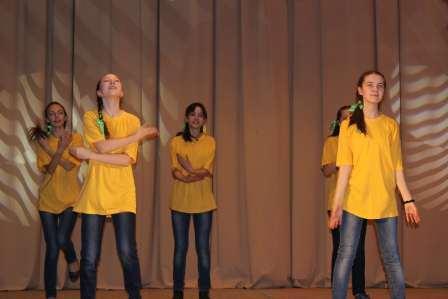 В апреле в светлую седмицу в Молодёжном центре «Спектр» прошёл очередной этап духовно-нравственной военно-патриотической игры «Горлица». Открыли игру девочки из вокальной студии «Калейдоскоп» символичной песней «Под небом голубым».